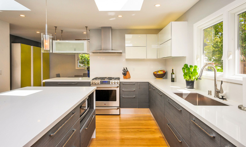 8 Kitchen Trends That Have Gone From Heyday to Passé—And the Modern Alternative