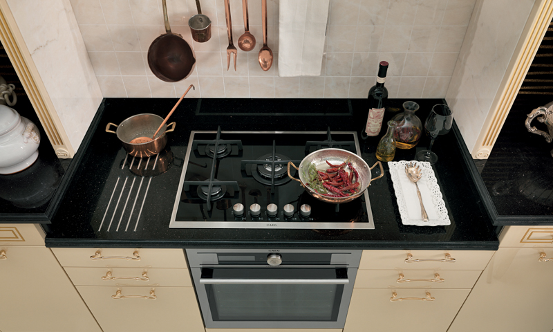 Traditional doesn't have to mean old fashioned: Tiffany by Gianpiero Scopigno for Rastelli Cucine.