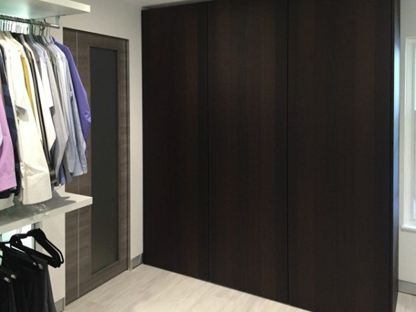 Pail pocket door and closed wardrobe from Pianca's Siparo collection.