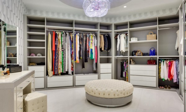 If E Allows Include A Dressing Table And Ottoman For Really Elegant Walk In Experience
