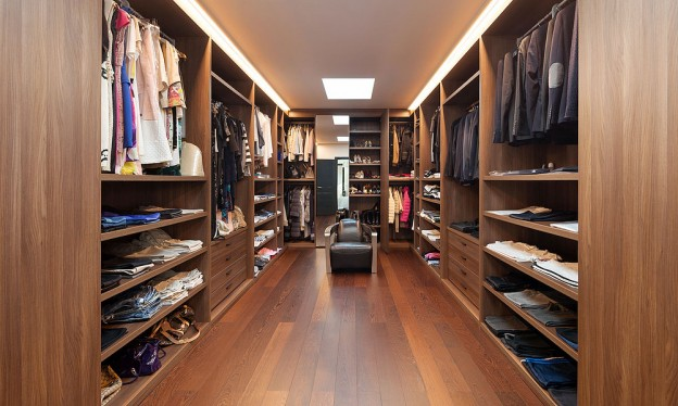 14 Must Have Walk In Closet Design Features European Cabinets