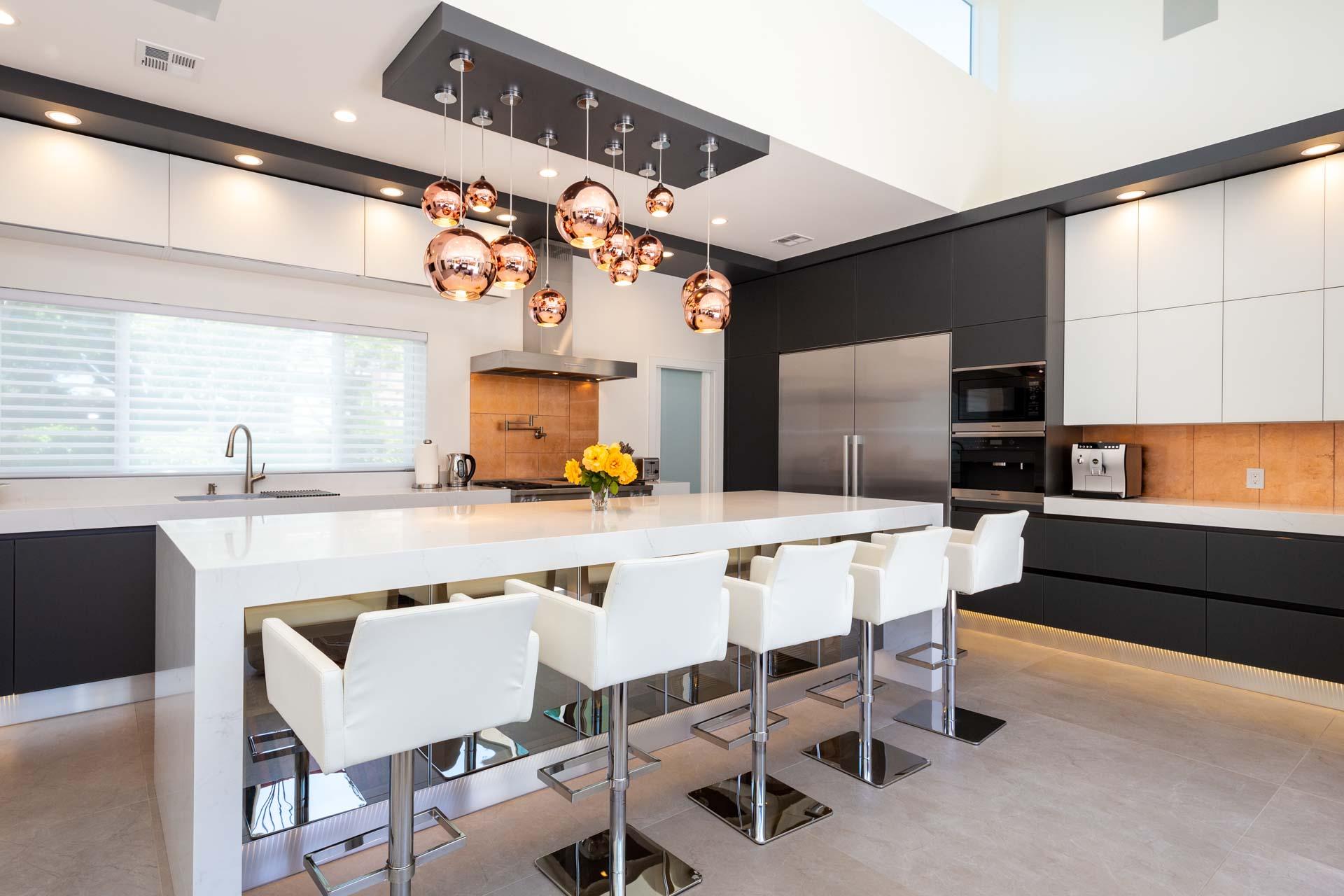 Palo Alto black and white kitchen