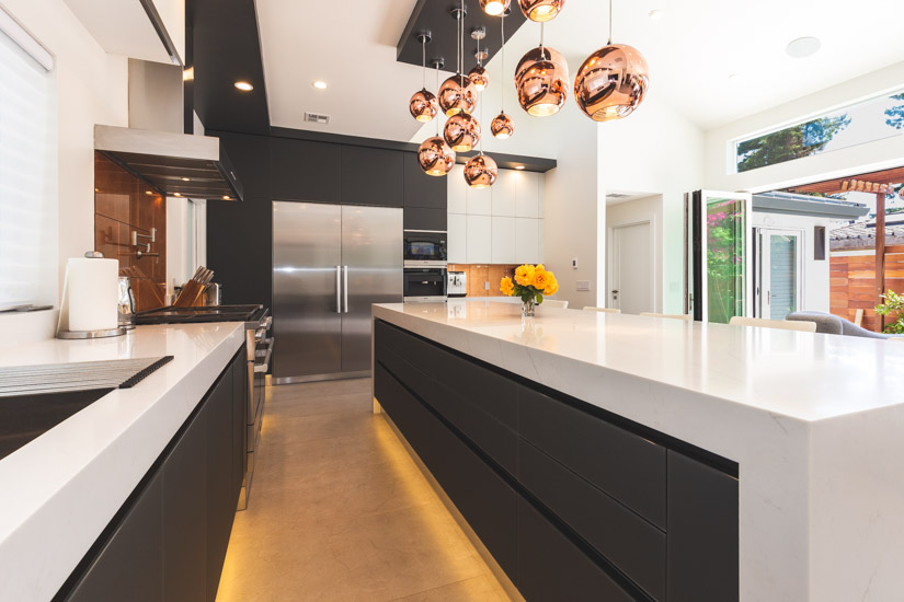 A kitchen for those who love to entertain european for Cucine designer